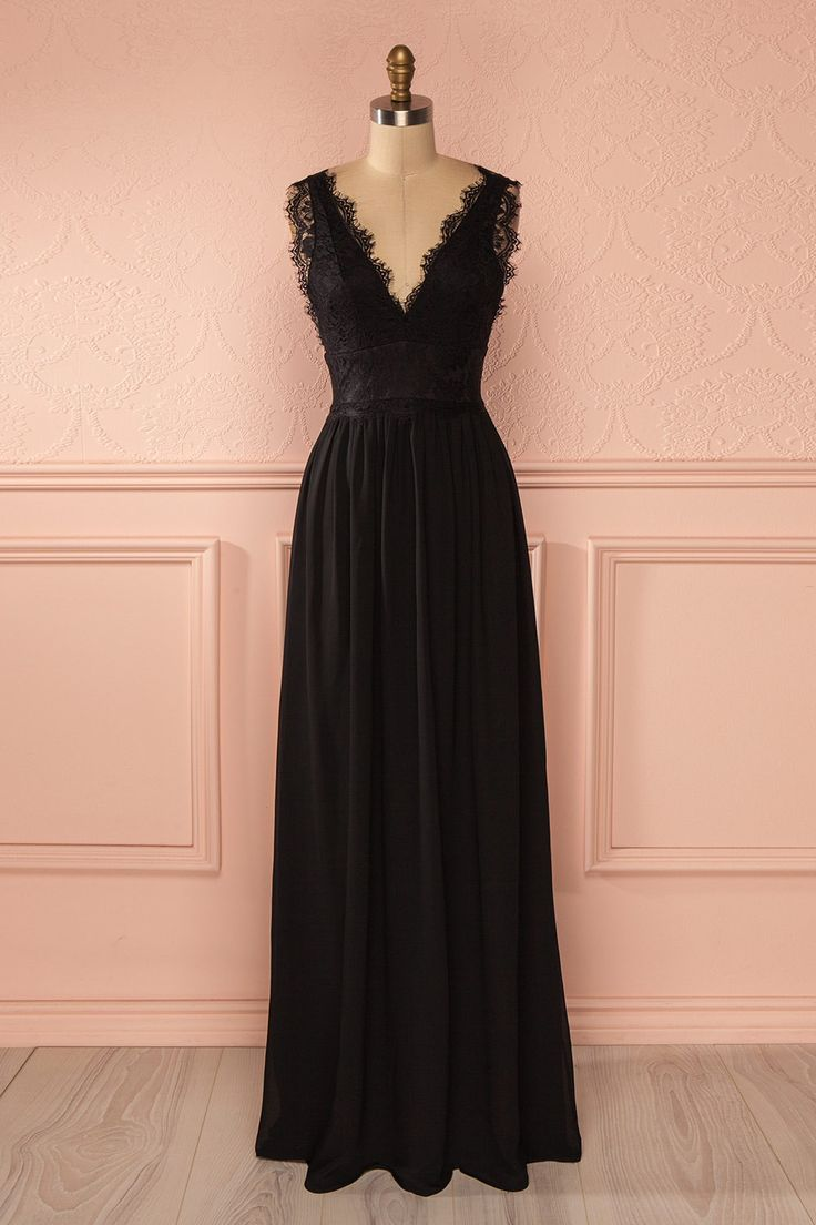The fashion panel gives you a 10 for your distinguished outfit: they all think you're perfect! Black dress - Valentine's day - From Boutique 1861 www.1861.ca