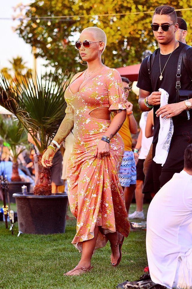Amber Rose brings muva style to Indio (Photo: Splash News)