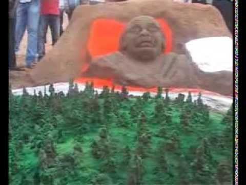 India celebrate Mahatma Gandhi's 144th birth anniversary (+playlist)