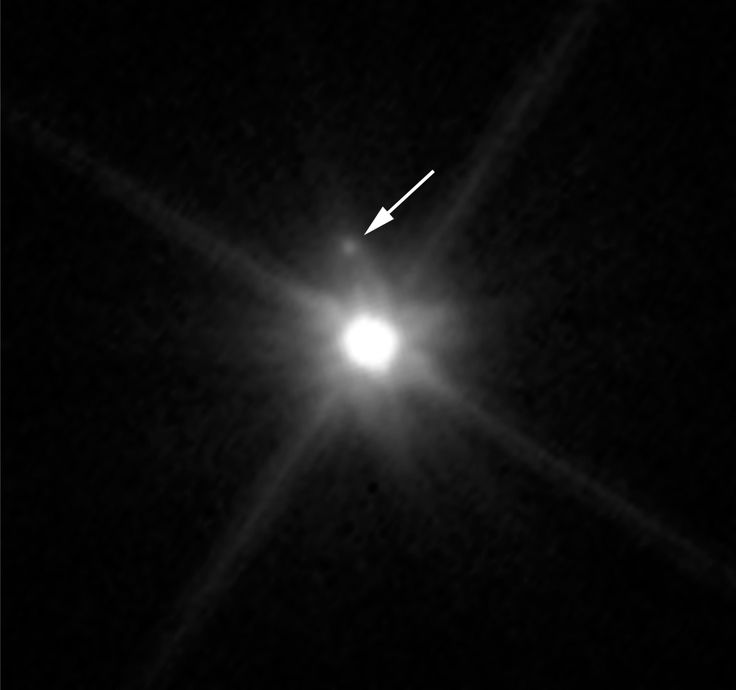 Hubble's view of the first moon discovered around dwarf planet Makemake
