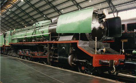 """Locomotora de vapor 242-F-2009 """"Confederación"""" (Maquinista Terrestre y Marítima, España, 1956) Pieza IG: 00081"""
