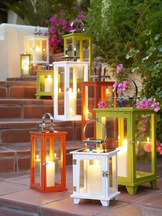 Use flameless candles in cases for a beautiful and easy outdoor look....♥♥...