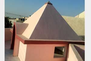 Isha Pyramid Meditation Center year of construction : 2010 size : 9ft x 9ft (roof top) | capacity : 15 persons cost incurred :  35,000 type of structure : Masonry & RCC timing : 24x7, open for public use technical support : Kishore, +91 99115 93304   contact : Nathabhai Odedara, mobile : +91 96244 44029 http://pyramidseverywhere.org/pyramids-directory/pyramids-in-north-india/pyramids-in-gujarat #Pyramid #Pyramids