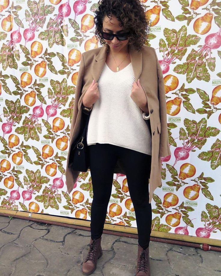 Instagram: @gritamina #LookDelDia básico con un toque fashionista  Tricot + Borcegos + Trench Coat Camel que es una #TendenciaCopada para este invierno  - #Masticar #Masticar2017 #Look #lookoftheday #ootd #outfitoftheday #basic #trenchcoat #carmel #tricot #fashion #fashionblogger #modaargentina #moda #blogger #buenosaires #argentina