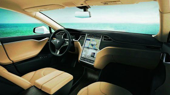 Una gigantesca pantalla táctil de 17 pulgadas en el salpicadero es lo más parecido a la oficina del futuro, y ya la lleva el Tesla S