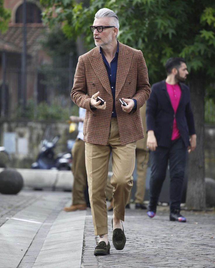 2016-06-22のファッションスナップ。着用アイテム・キーワードは40代~, Pitti Uomo(ピッティ・ウォモ)90, アイコン, シャツ, ジャケット, タッセルローファー, ダブルジャケット, チェックジャケット, メガネ, ローファー,Domenico Gianfrate, Pitti Uomo(ピッティ・ウォモ)etc. 理想の着こなし・コーディネートがきっとここに。| No:148926
