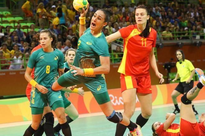 Com goleada, Brasil se vinga da Romênia e encaminha classificação no handebol feminino Flavio Florido/COB