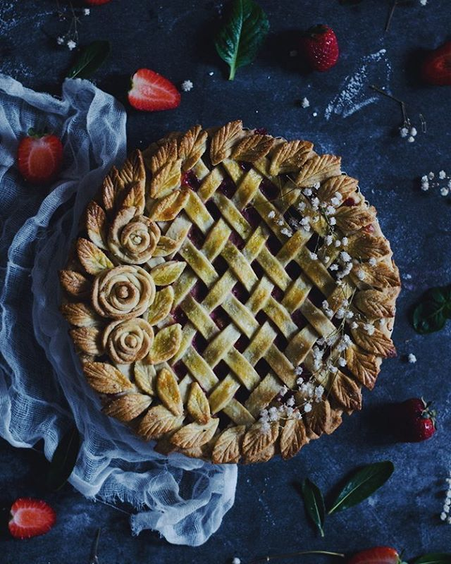 This delicious strawberry rhubarb pie is finally on the blog