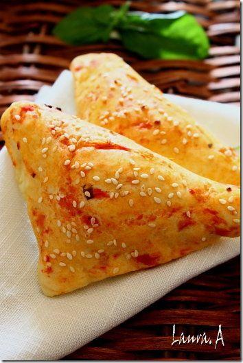 uri ulei masline sau floarea soarelui 1 lingurita zahar 1 lingurita sare branza pt umplutura (telemea/feta/cascaval) suc de rosii