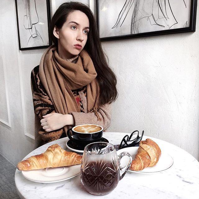 #julliegplace в огне 🔥 Пылает от любви к круассанам в @zaymemsya_kofe ❤️Хрустят как надо, а не как во многих пекарнях-батон с маслом 🤦🏻♀️ Вообще, я пробовала настоящие круассаны в Париже, и в этом кафе были максимально приближены по вкусу.  Делюсь наводкой для вас,мои любимые инстадрузья, и надеюсь, вы оставите мне парочку другую 😉 А где вы пробовали самые кайфовые 🥐? Рассказывайте!) . . . . . . . . . . #спб #питер #vscospb #russia #vscocam #vscogood #vscoview #vscoeurope #vscorussia…