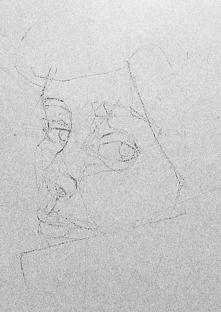 Autorretrato Nicole Ovalle Garcés lápiz cera sobre papel imprenta. 2013