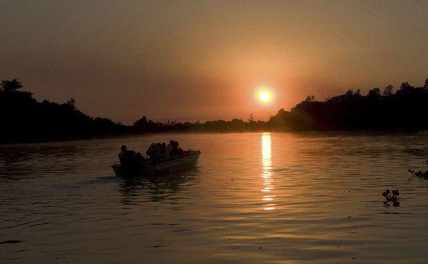 Passeio de barco para hóspedes do Hotel Sesc Porto Cercado, no Pantanal Norte, Poconé,Mato Grosso, Brasil