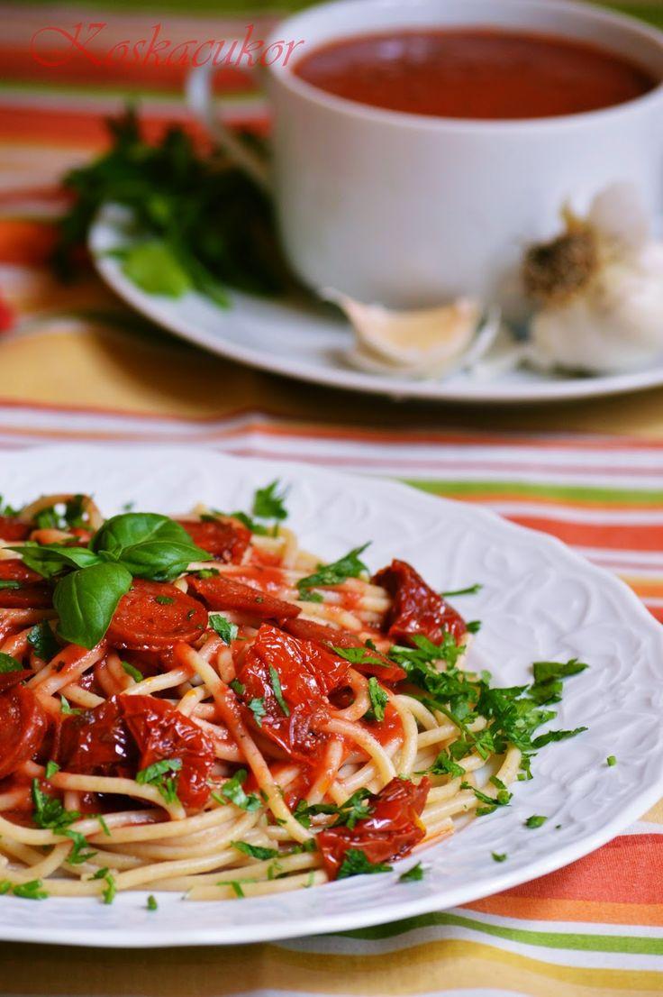 Kolbászos-paradicsomos spagetti