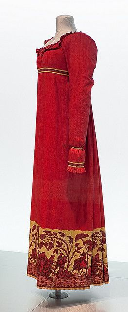 Unusual Regency dress with ornate hem design. Museu Tèxtil i d'Indumentària, via Flickr.