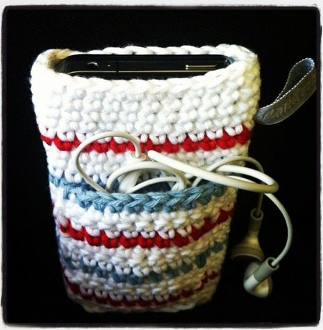 HandcraftbyGrip - crochet iphone case (good idea for ereader too, a pocket for the cord)