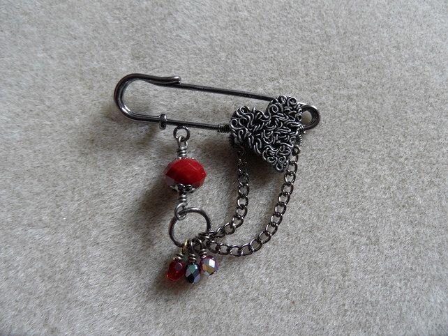 Wire Heart Gothic Kilt Pin £6.50