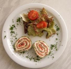 Das perfekte Lachsrolle mit Spinat und Frischkäse-Rezept mit einfacher Schritt-für-Schritt-Anleitung: Den Spinat auftauen und mit dem Ei verquirlen. Auf…