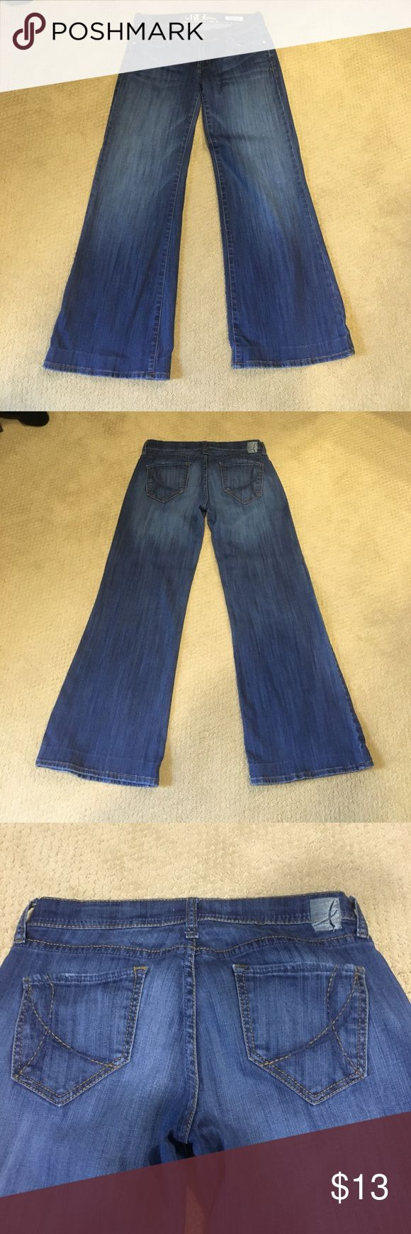"""Fun Wide leg iT jeans The """"Hottie"""" fit iT jeans 27R (have been hemmed- I am 5'2"""" and can wear them with a very high heel and they still hit the floor) Jeans Flare & Wide Leg"""