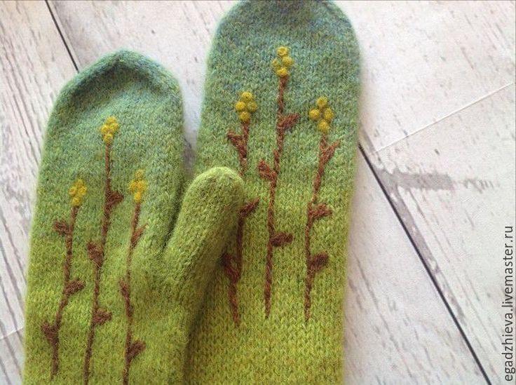 Купить Варежки вязаные и валяные смешанная техника ранняя осень - оливковый, зеленый, желтый