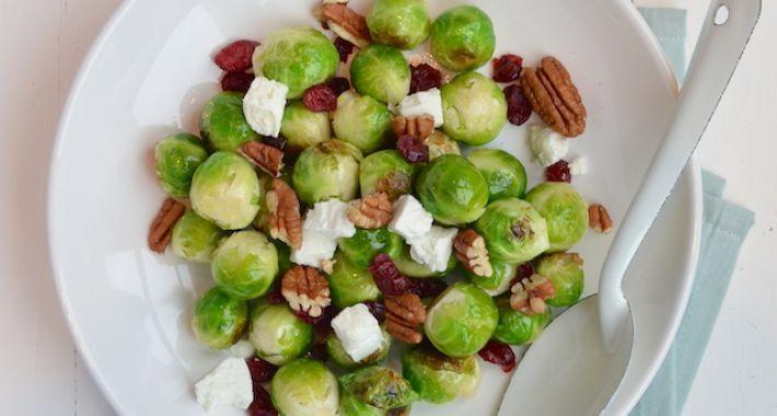 Een lekker en gezond recept voor gewokte spruitjes met cranberrys en geitenkaas.