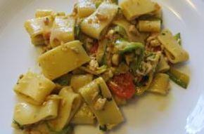 Calamarata con salsa di zucchine e spigola