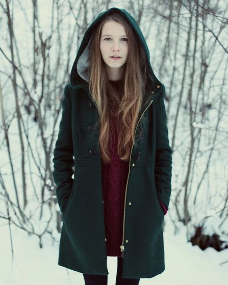 dark green hooded coat <3 More Autumn/Winter coat fashion in shades of green: http://famecherry.com/fashionista-now/fashionista-now-shades-of-green-autumnwinter-coat-fashion-inspiration/