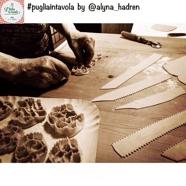 """Per il dessert ci spostiamo in #Puglia per assaggiare """"Li Cartiddati"""" o """"Cartellate"""" dolce tipico del Natale #italiaintavola #pugliaintavola #italianfood"""