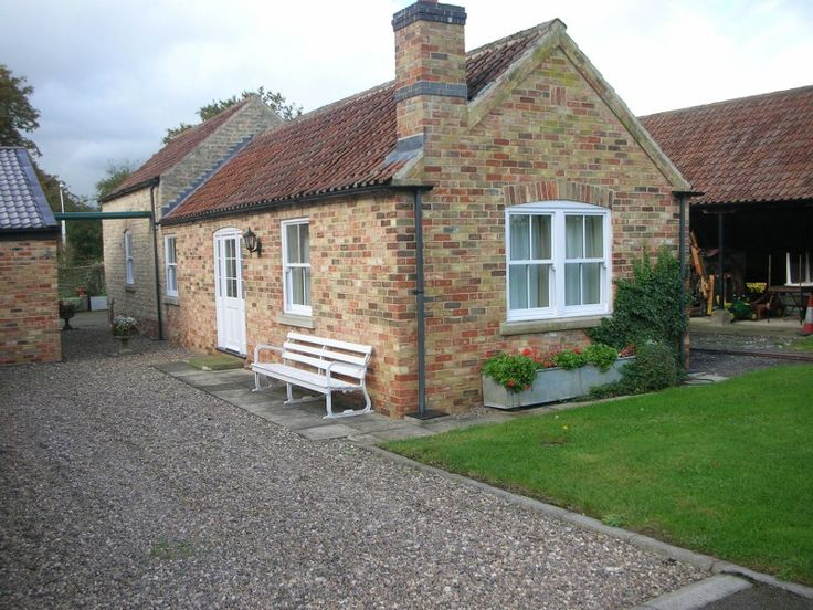 https://www.aroundaboutbritain.co.uk. Watermill Farm Cottages. Kirkby Green. Lincoln. Lincolnshire. England. UK. Travel. Stay. Self Catering. Holiday Cottage. Walking. Golf.