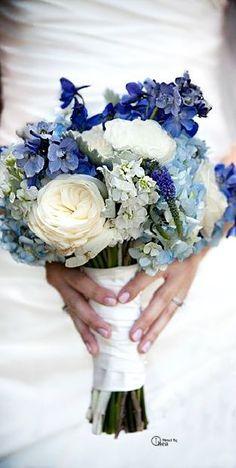 bouquet de fleurs bleu pour le mariage