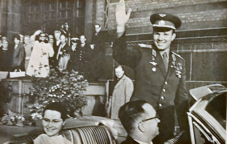 Gagarin visits the Cityhall of Copenhagen.