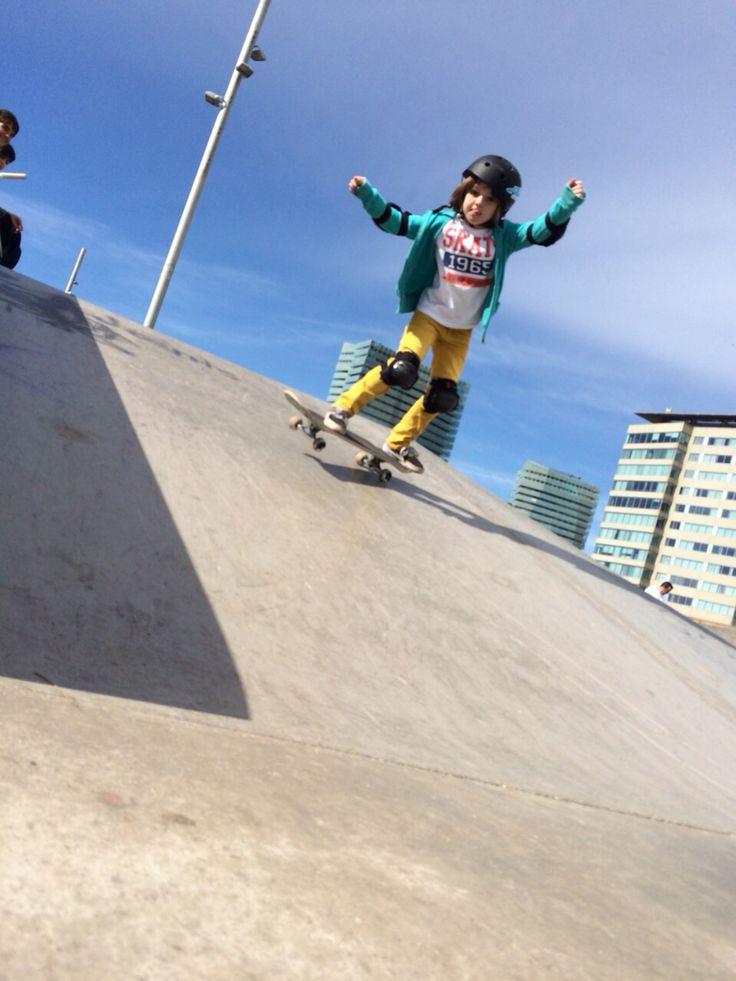 Elsa, nuestra pequeña alumna progresa notablemente por dias. Mucha motivación y engorile!  Skate & Enjoy  www.doctown.es