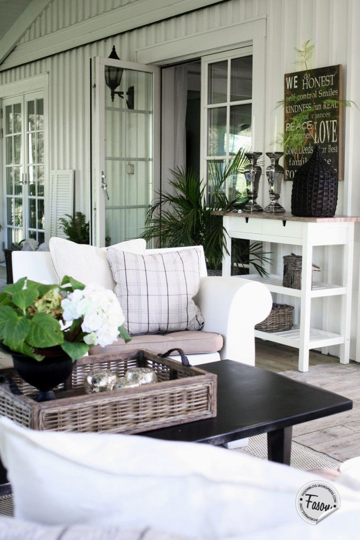 Fasonblog: veranda got a new roof. Porch / Philippe Starck / Kartell / Bubble Chair / rustic / side board / wicker / Artwood tray / New England style / Coastal living /