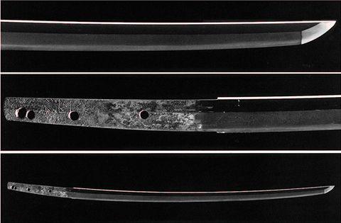 国宝 太刀 銘 国行(くにゆき)「当麻(たいま)」 鎌倉時代後期、大和国当麻派の刀工。 長さ69.69cm 反り1.52cm 備後国福山藩主阿部家伝来