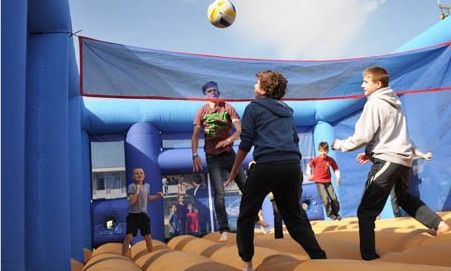 #inflatable #volleyball #partyideas #bouncycastle #sharkyandgeorge