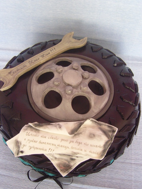 tire cake....have to remember this for scotts bday!!!