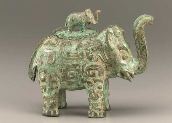 Shang dynasty bronze ritual wine vessel huo in the form for Shang dynasty art and architecture