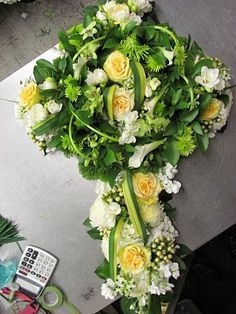 Funeral flower arrangements, Funeral flowers and Sympathy flowers ...