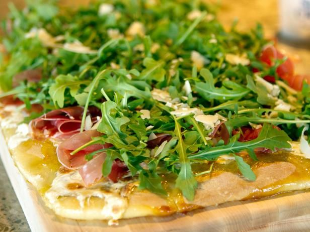 Ree's Fig-Prosciutto Pizza with Arugula. (Bonus for making pizza at home? Total topping control!) #ThePioneerWoman