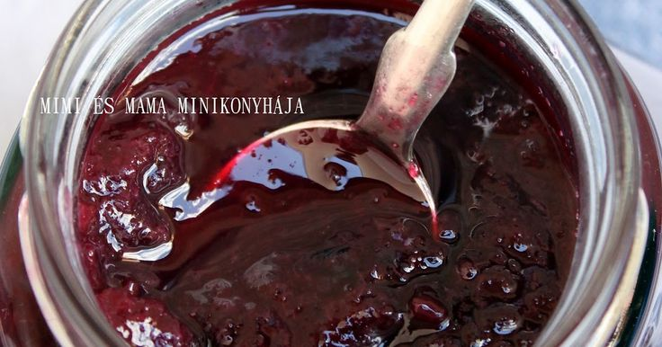 Ez a feketeszőlőből készült lekvár az aktuális kedvencünk. Nagyon-nagyon finom, kicsit savanykás, egy cseppet fanyar is talán (persze a leg...