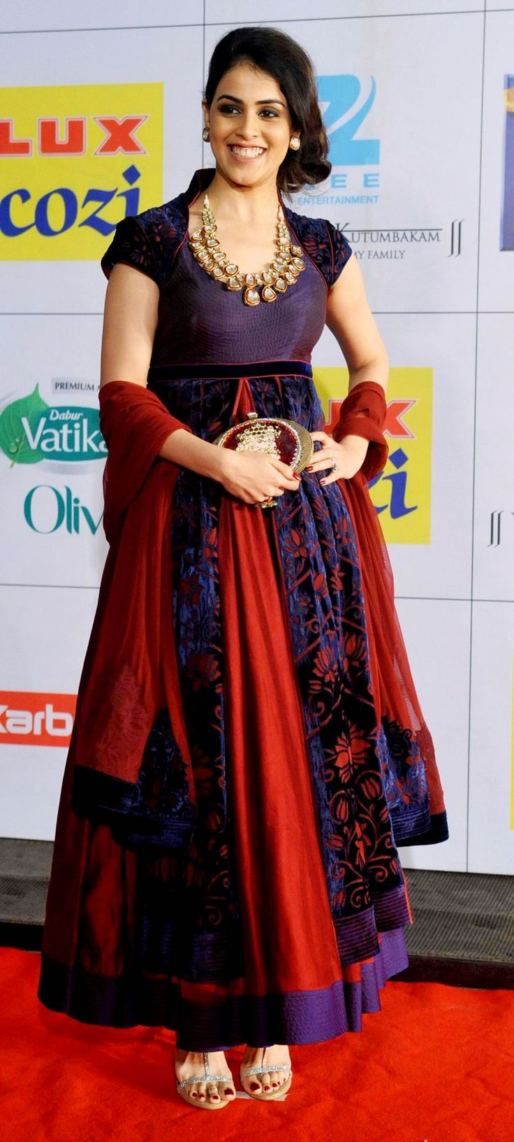 Genelia D'Souza Deshmukh flashed her trademark 100-watt smile for the cameras on the red carpet at the Zee Cine Awards 2014.