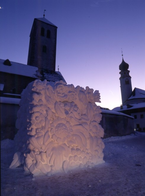 Go to San Candido (Dolomites) from 9-11 January for the SnowSculpture Festival.. 30 artists coming from all over the world will participate!
