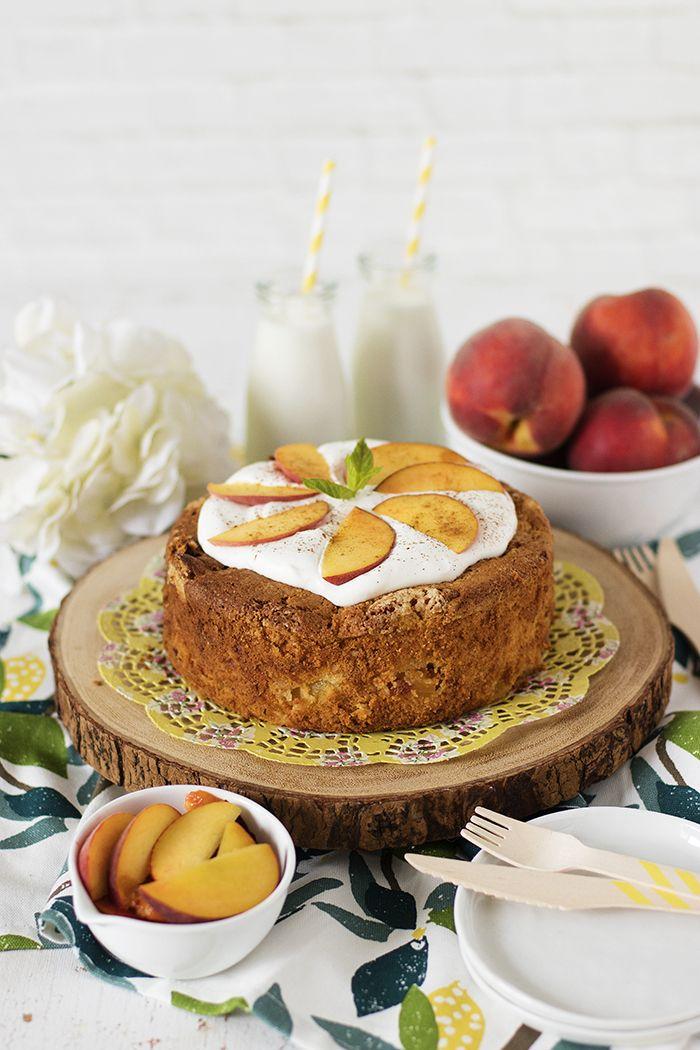 Pofidik ve nemli dokusuyla tam bir yaz keki değil mi? :) Ilık ikindi saatlerinde demini almış bir fincan çayın yanında bir dilim; tam d...