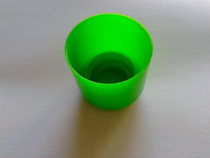 Cap green.