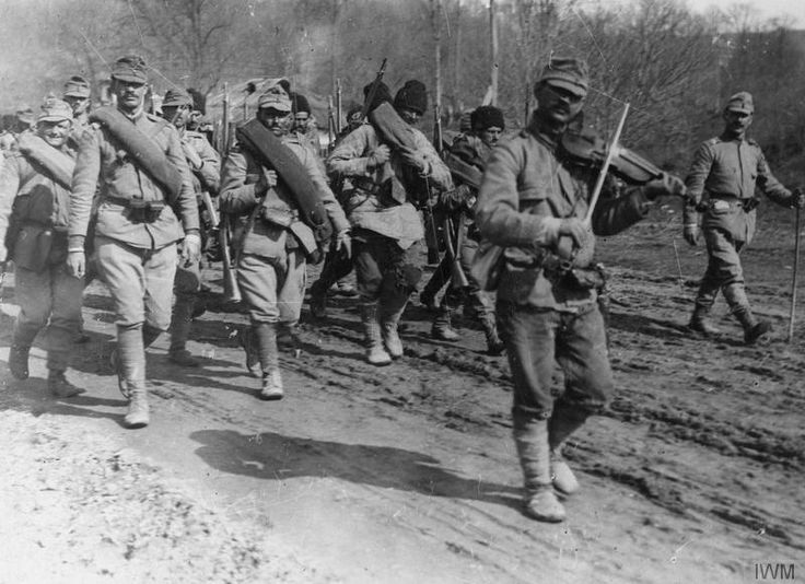 A fiddler leads troops as they take up positions. Colline du Porc(?), 1917.
