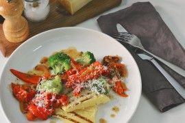 Stekt polenta med bakte grønnsaker og brokkoli