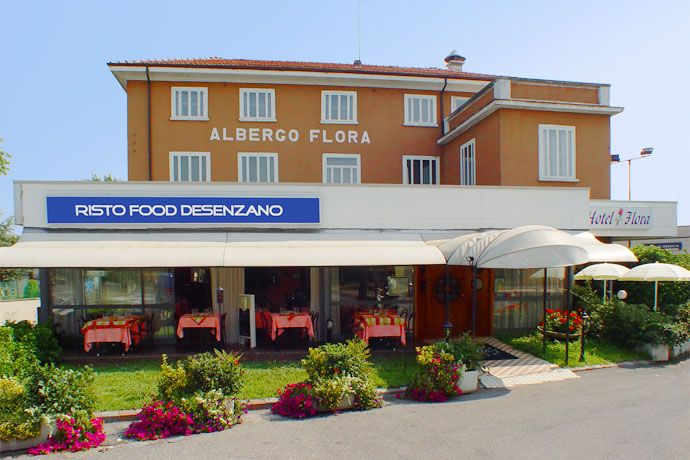 Hotel Flora - Desenzano del Garda ... Garda Lake, Lago di Garda, Gardasee, Lake Garda, Lac de Garde, Gardameer, Gardasøen, Jezioro Garda, Gardské Jezero, אגם גארדה, Озеро Гарда ... Welcome toHotel FloraDesenzano del Garda. Hotel Flora is a little, friendly and quiet resort in Desenzano del Garda, located nearby the city centre, not far from the pedestrian area and from the lake, nevertheless it is close to the main communication roads and to the railwa