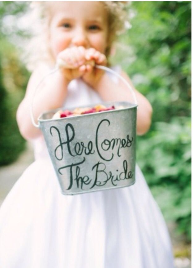 Love this flower girl bucket!