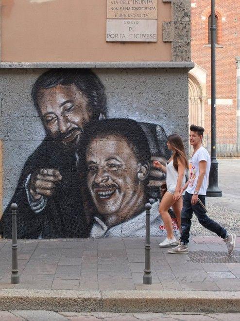 Giovanni Falcone e Paolo Borsellino, insieme, sorridenti, su di un murales di corso di Porta Ticinese a Milano. Il disegno è comparso subito dopo Ferragosto, in una zona che in questo periodo dell'anno si presenta piuttosto deserta. Oltre ai due personaggi la cui memoria rappresenta la lotta
