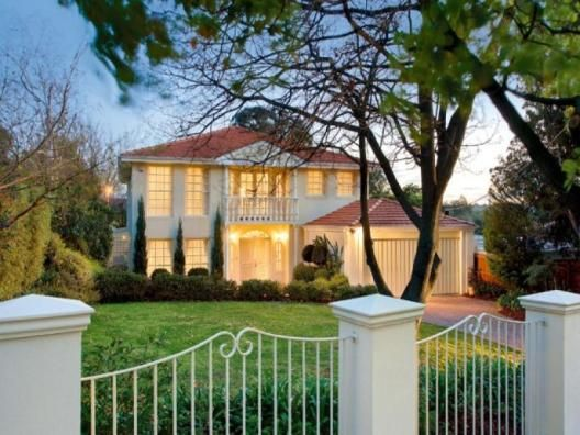 Melbourne, Victoria, Australia • Stunning home with pool • VIEW THIS HOME ►  https://www.homeexchange.com/en/listing/112608/