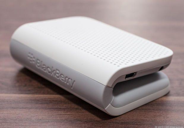 折り曲げただけの形でも面構成とRのつけ方で面白い形になりますね!BlackBerry Mini Stereo Speaker